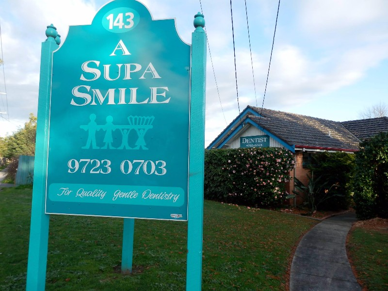 A-Supa-Smile-Dentist-Croydon-Clinic-Sign-Board